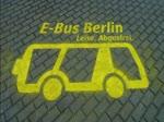 SOLARIS Urbino 12 electric. Der kurze Film entstand an der Ladestation Hertzallee in Berlin-Charlottenburg. Es ist eine von drei Schnelladestationen. Durch die induktive Ladetechnik werden die Busse während des Betriebs (an den Endhaltestellen)  ...